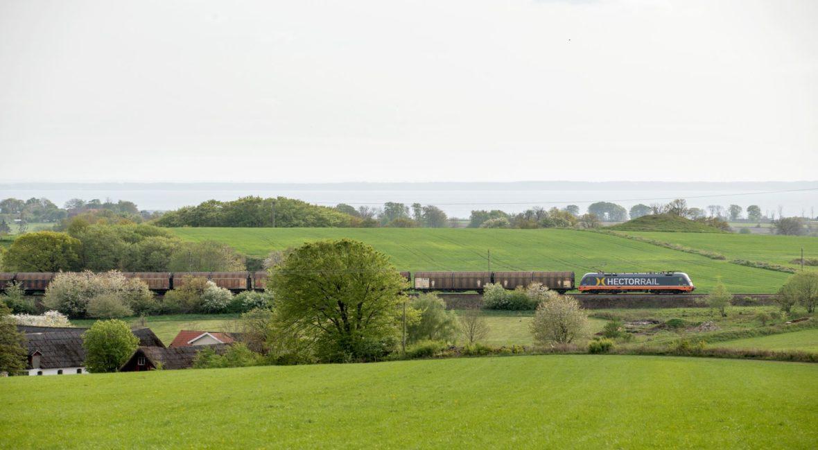 landskapsbild med tåg